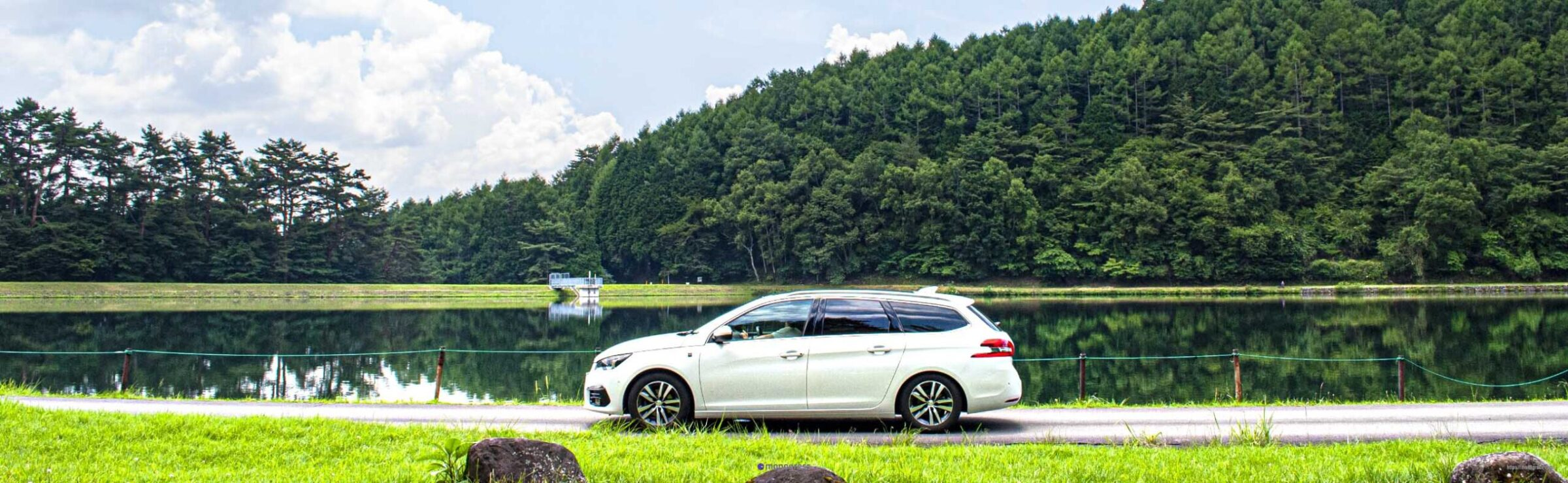Peugeot 308SW and 湖