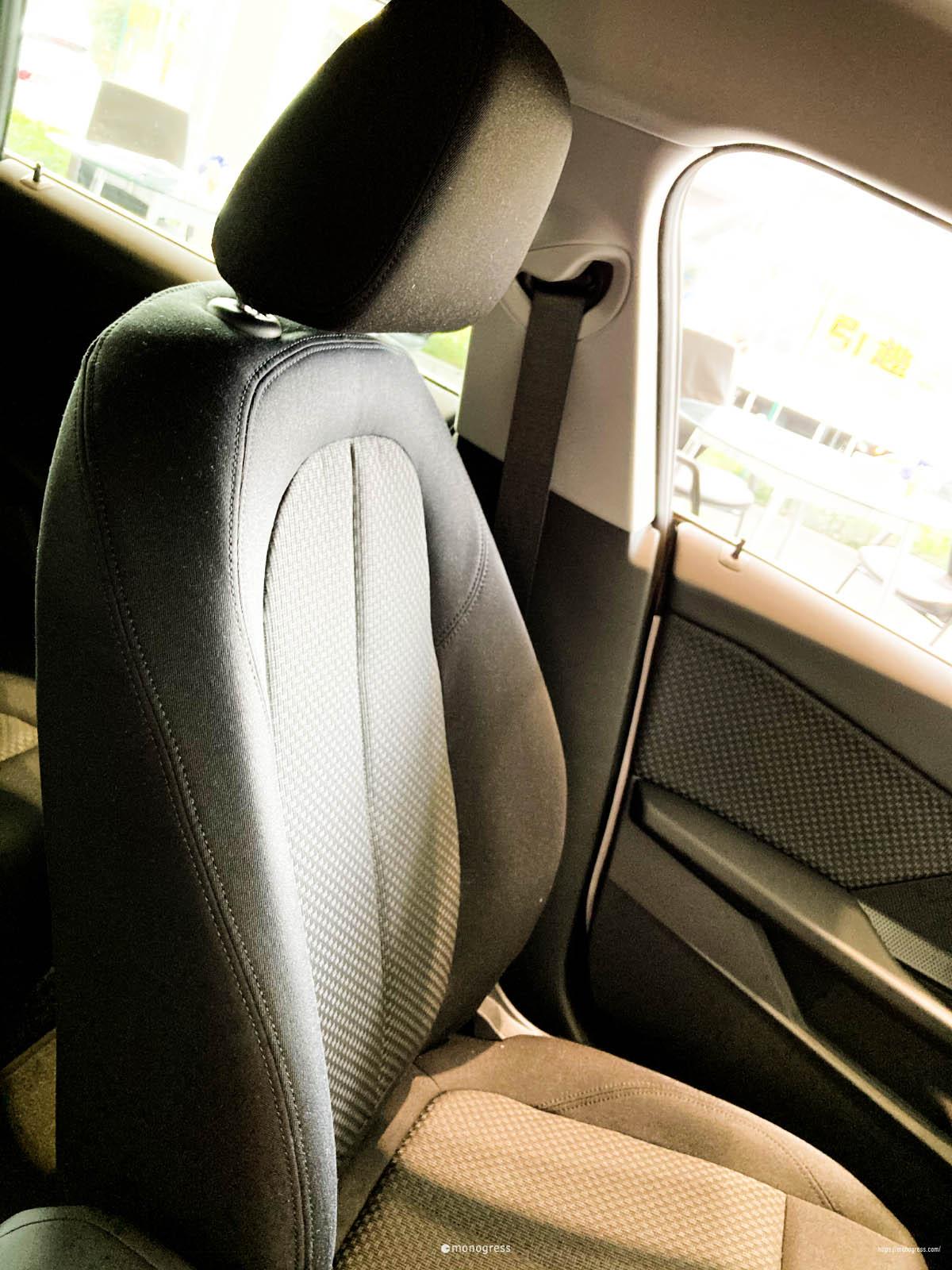 BMW 218i 標準シート
