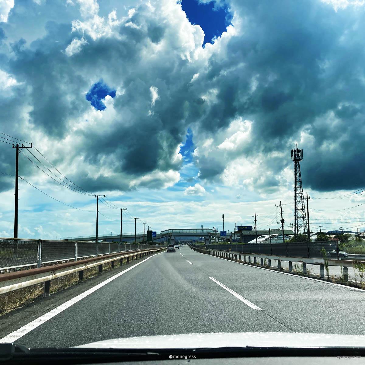 小田原厚木道路と雲