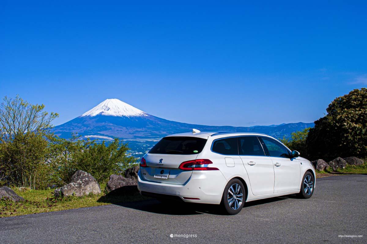PEUGEOT 308 と富士山