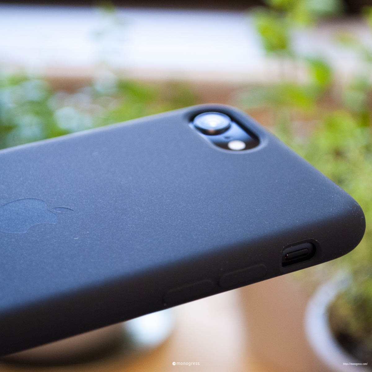 iPhoneSE と 純正ケース