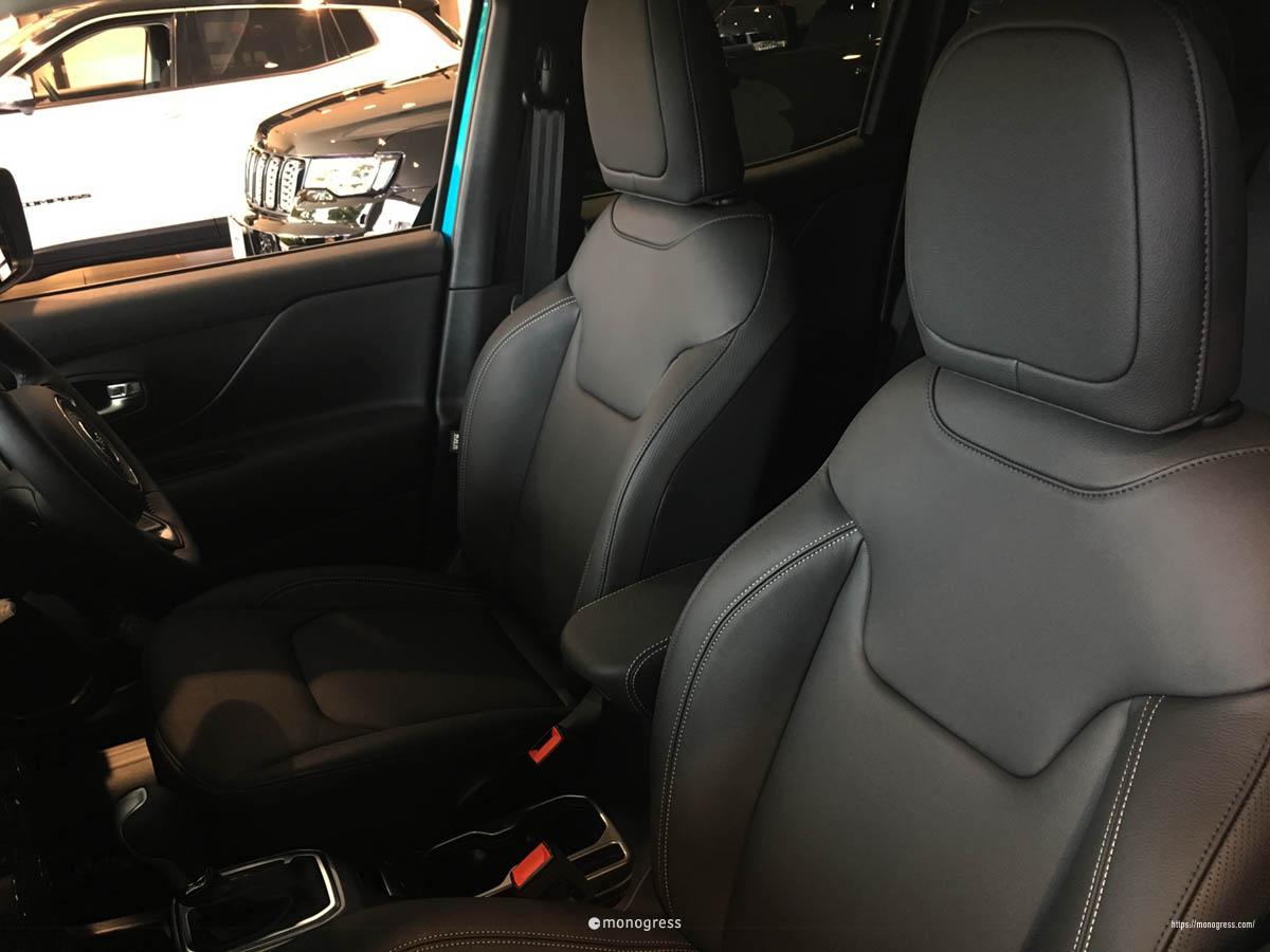 Jeep レネゲード リミテッド内装