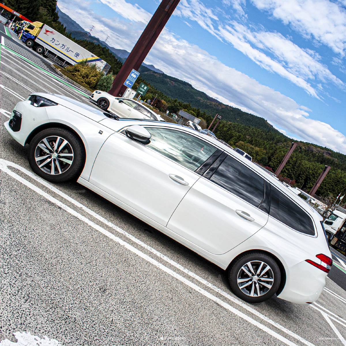 横川SA と Peugeot 308