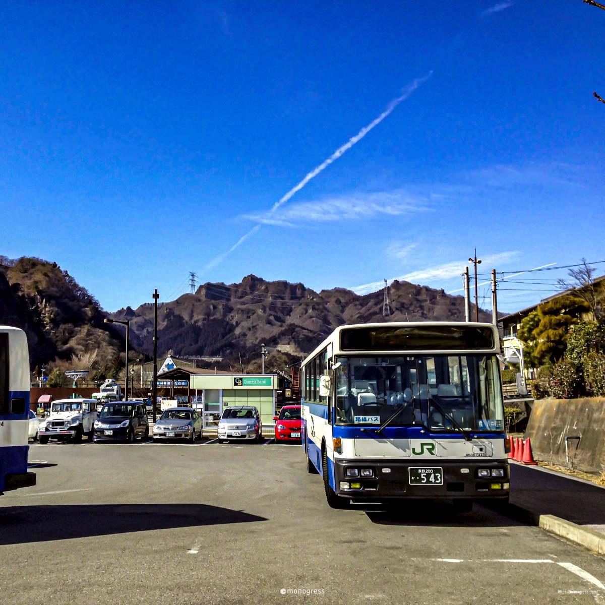 バスによる輸送も効率化はされていない