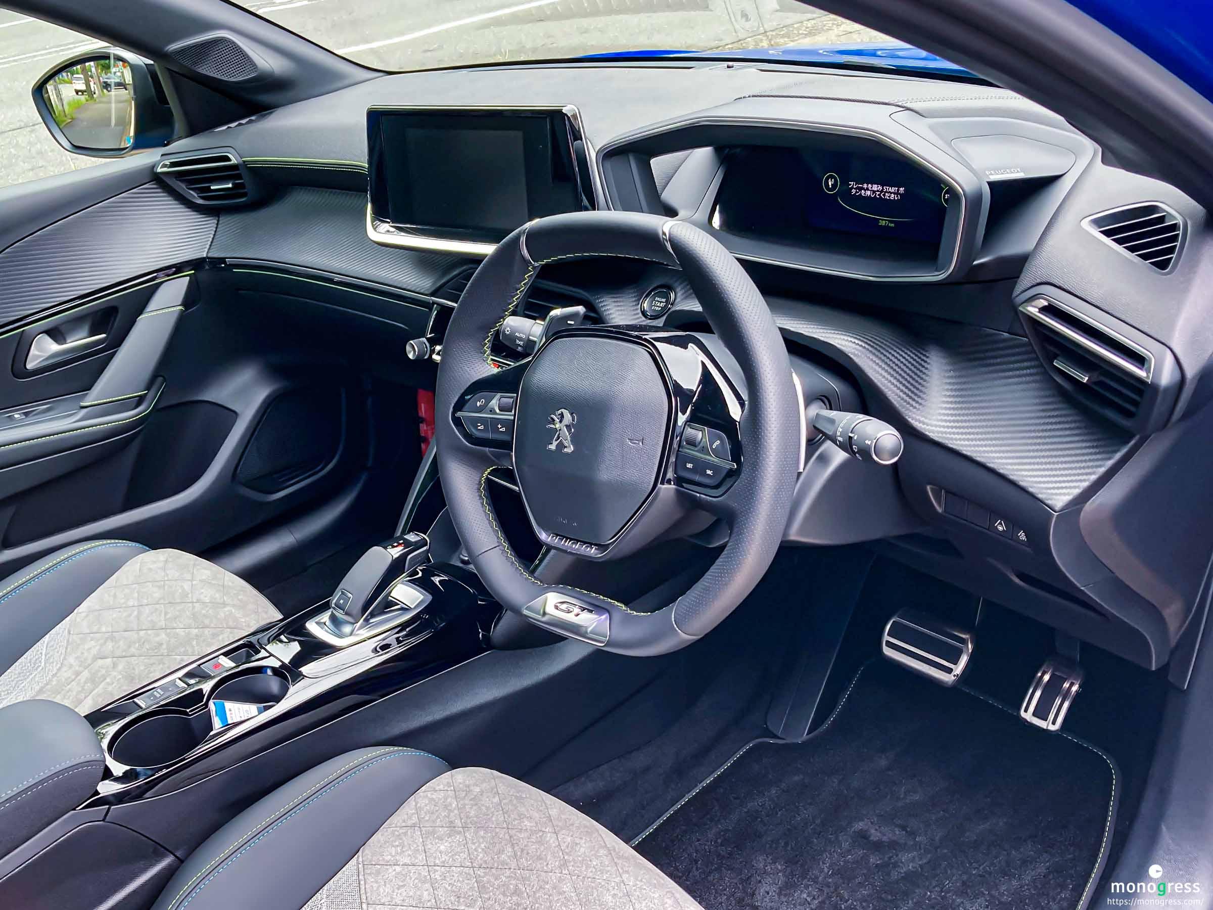 Peugeot 208 コックピット