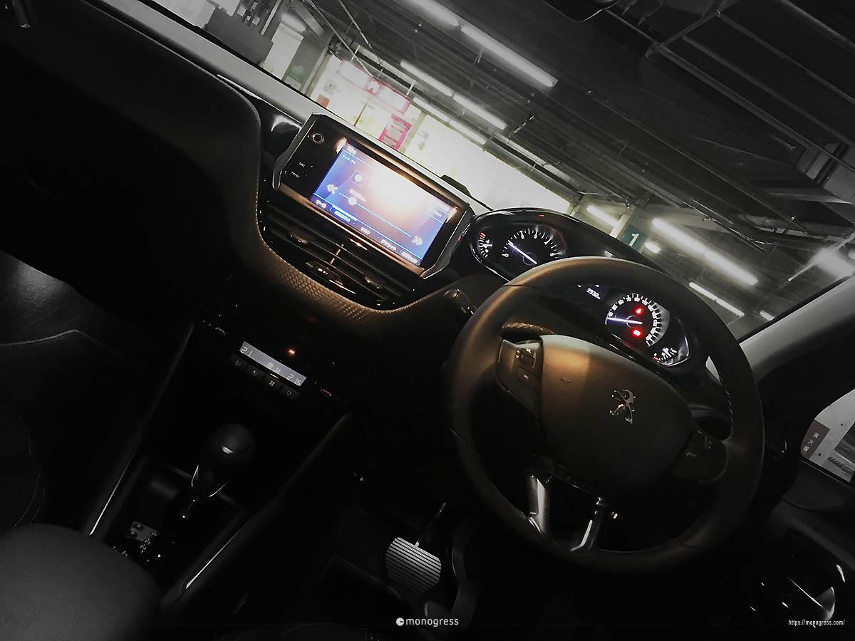 Peugeot 208 ダッシュボード