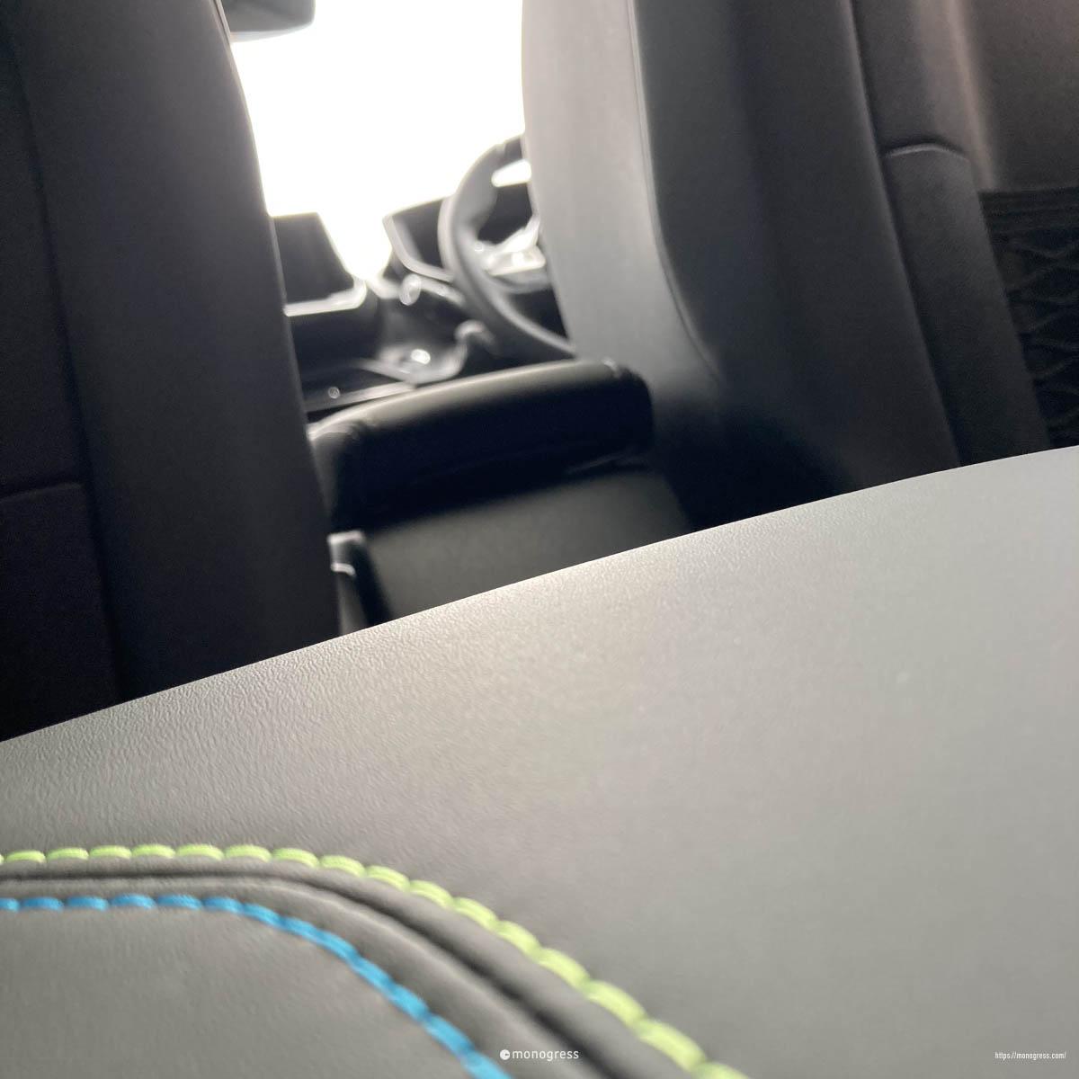 Peugeot 208 リアシートからの眺め