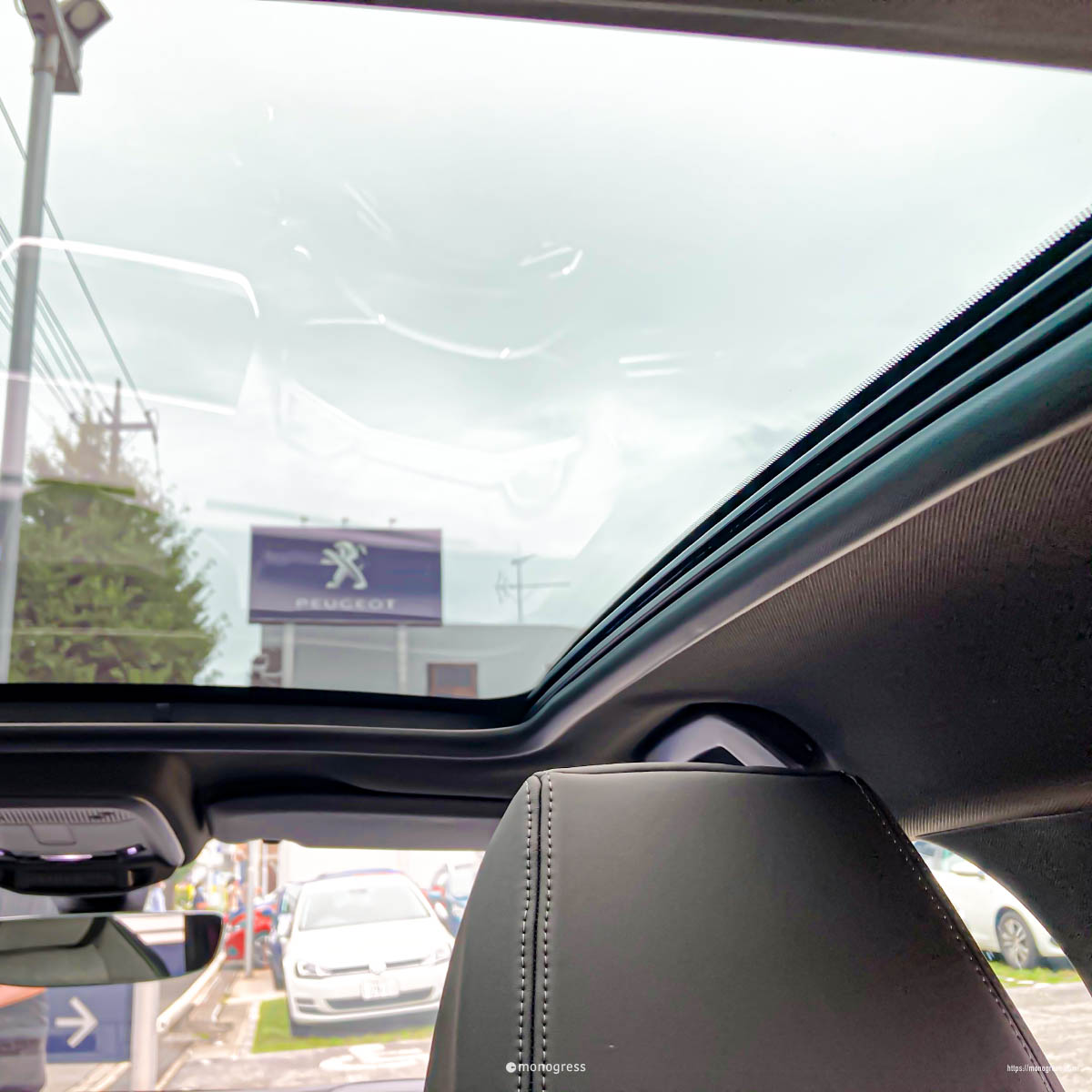 Peugeot 208 パノラマガラスルーフ
