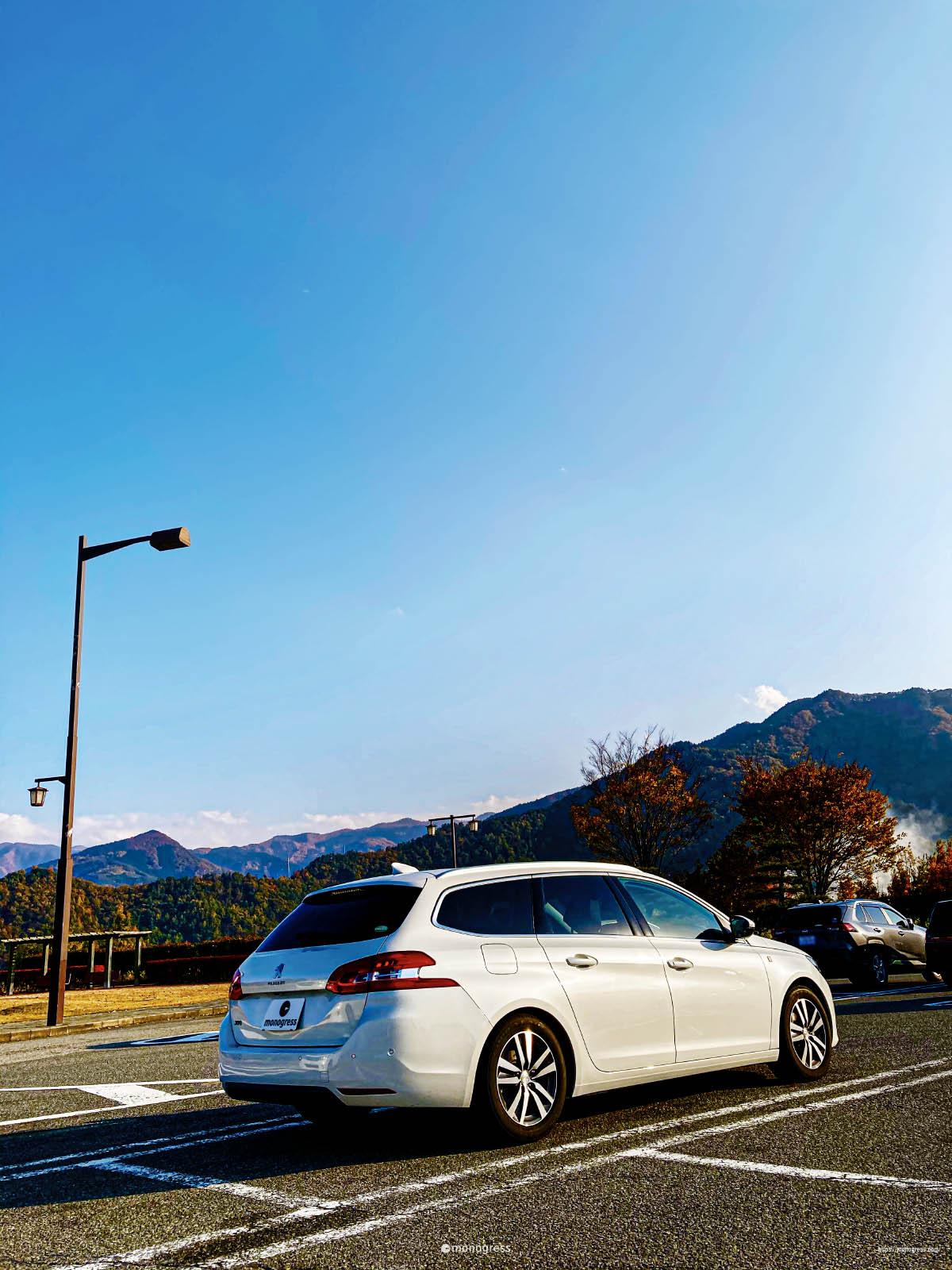 Peugeot 308 秋のパーキング
