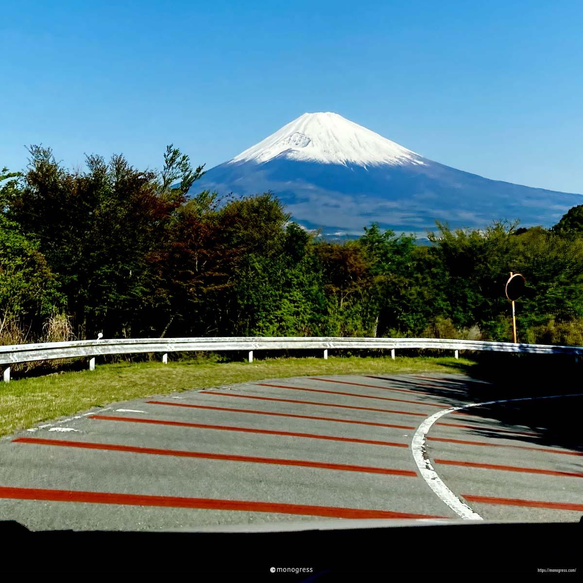 芦ノ湖スカイラインより富士山を望む