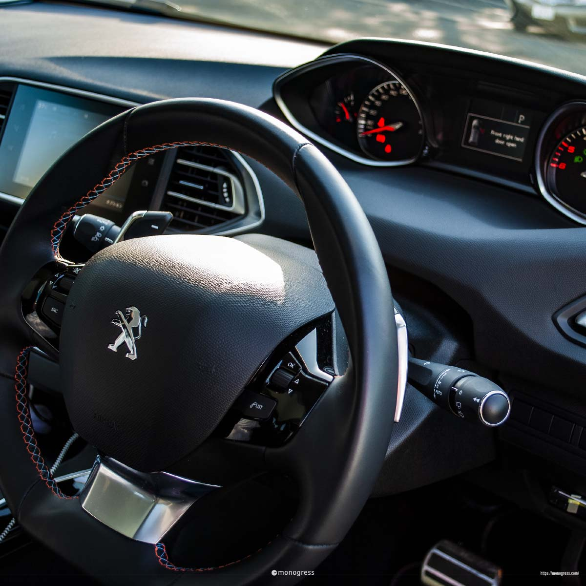 PEUGEOT 308(T9) TECHPACKEDITION コックピット