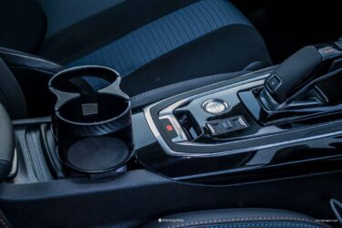 Peugeot 308SW ドリンクホルダーが狭い欠点を解決する