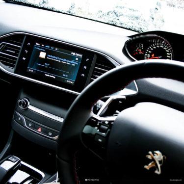 Peugeot 308 新旧コックピットデザインの変化から読み取る一歩先のプジョーの戦略
