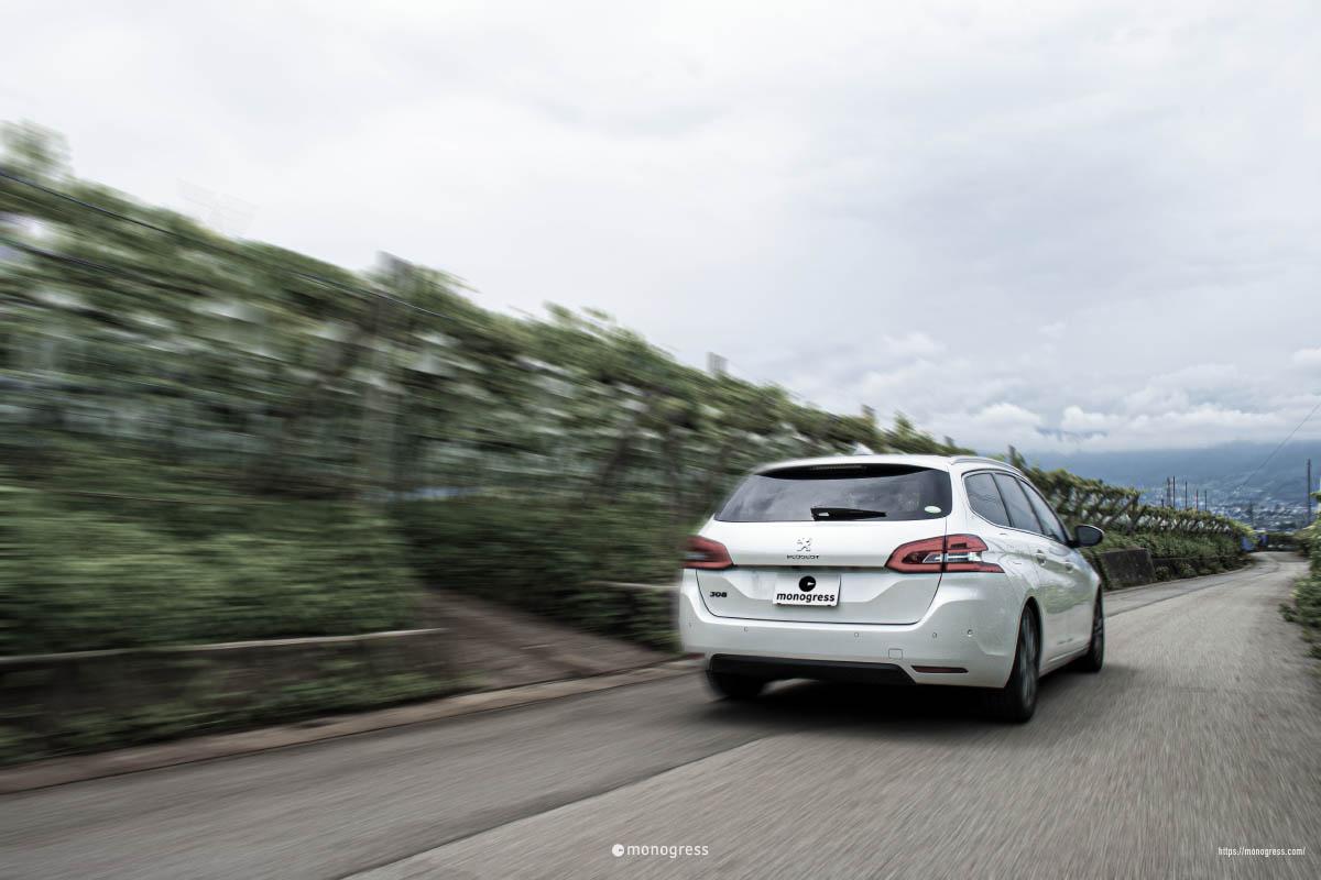 Peugeot 308SW 走行写真風 葡萄畑