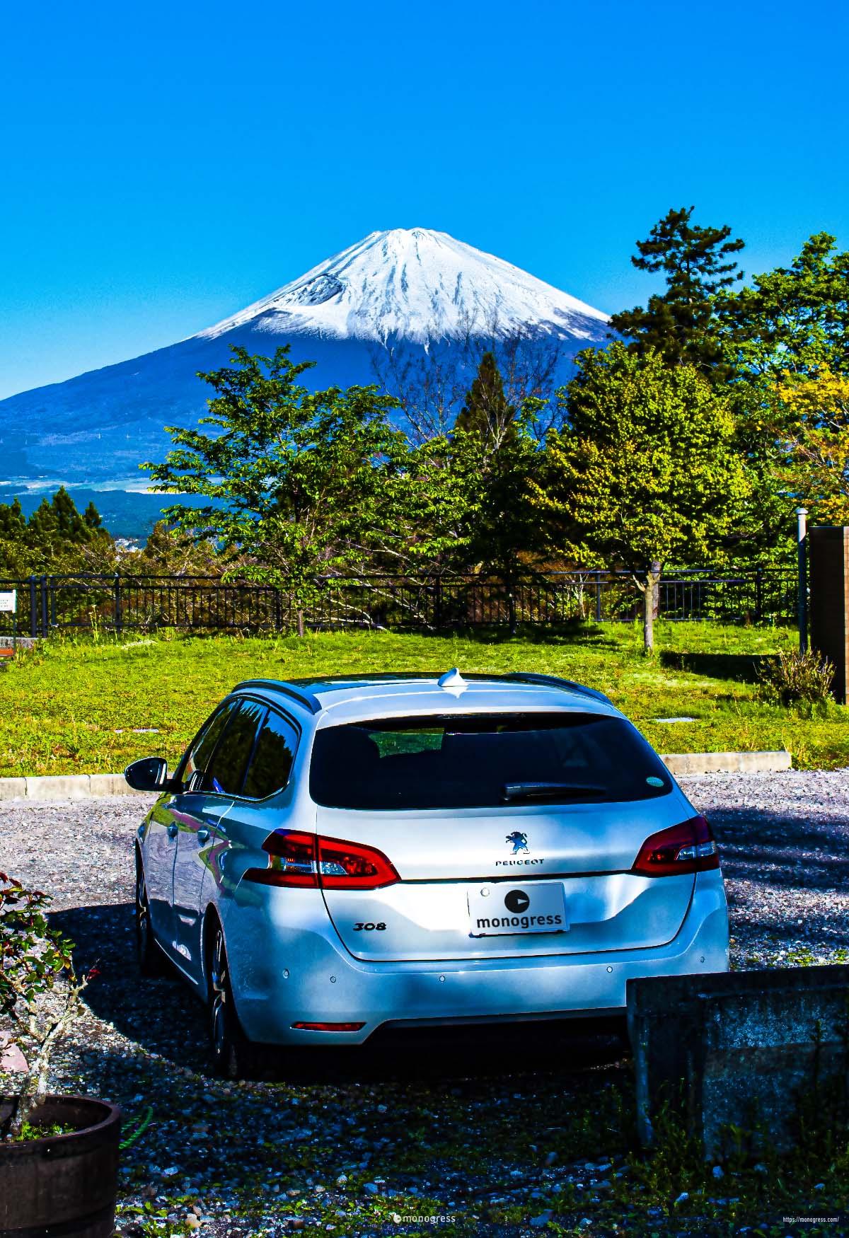 乙女峠で撮影した富士山とプジョー