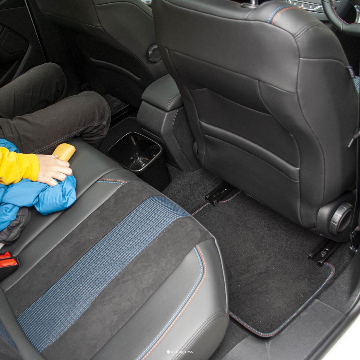 Peugeot308SW リアシートの広さ