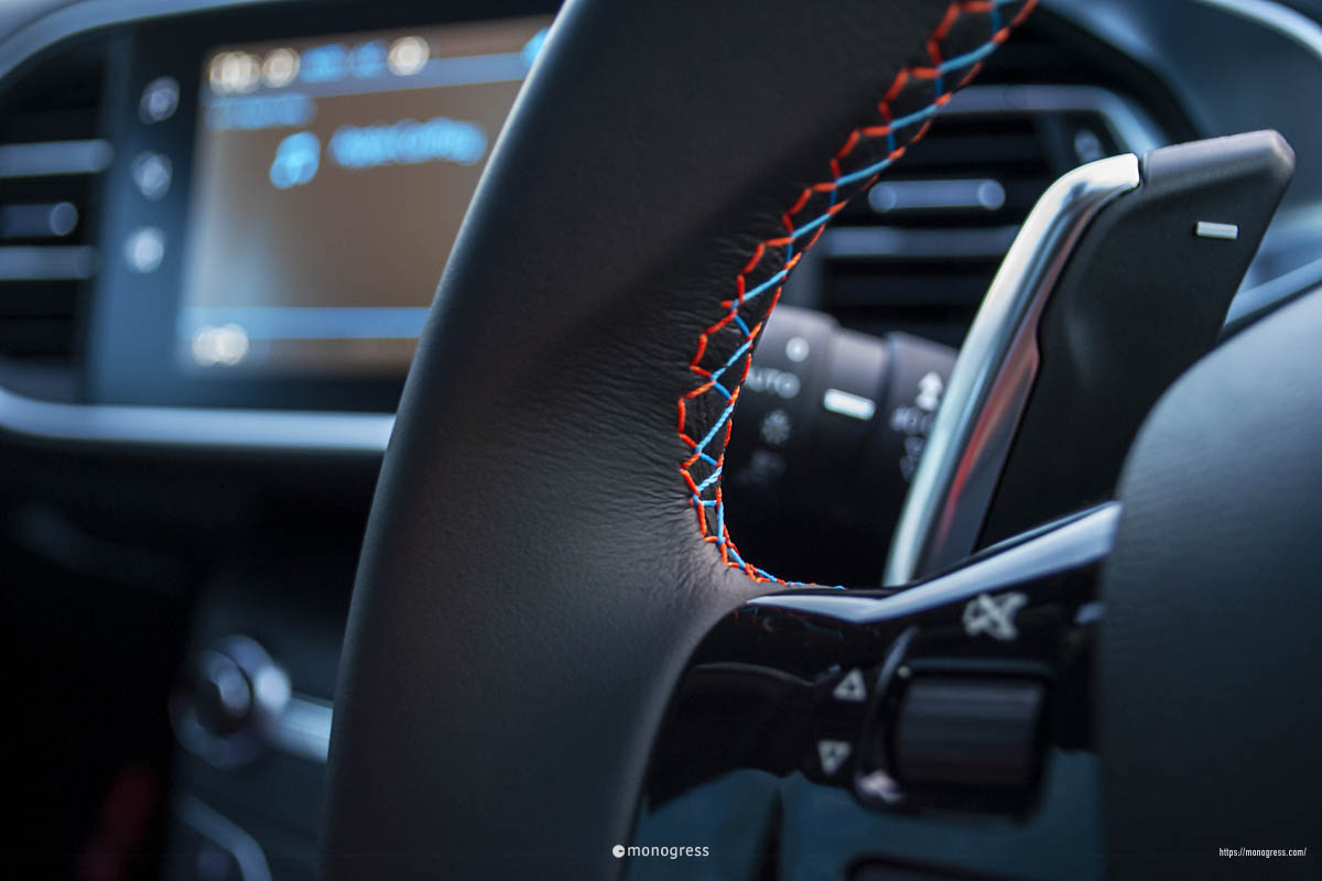 Peugeot 308 TECHPACKEDITION きれいなステッチ