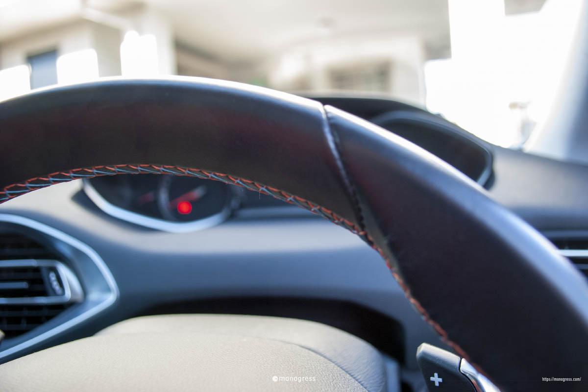 Peugeot 308 ステアリング