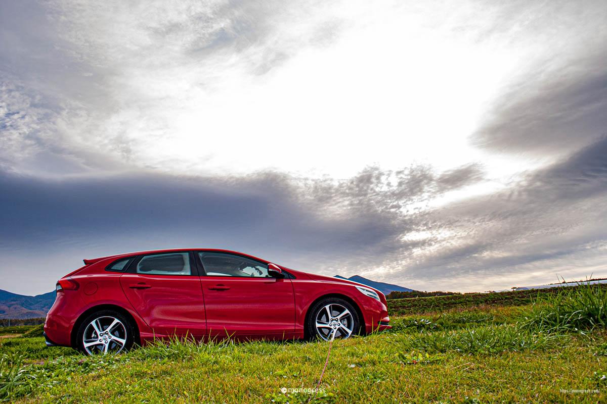 ボルボV40で紅葉ドライブ 原村は曇り空も美しく見える